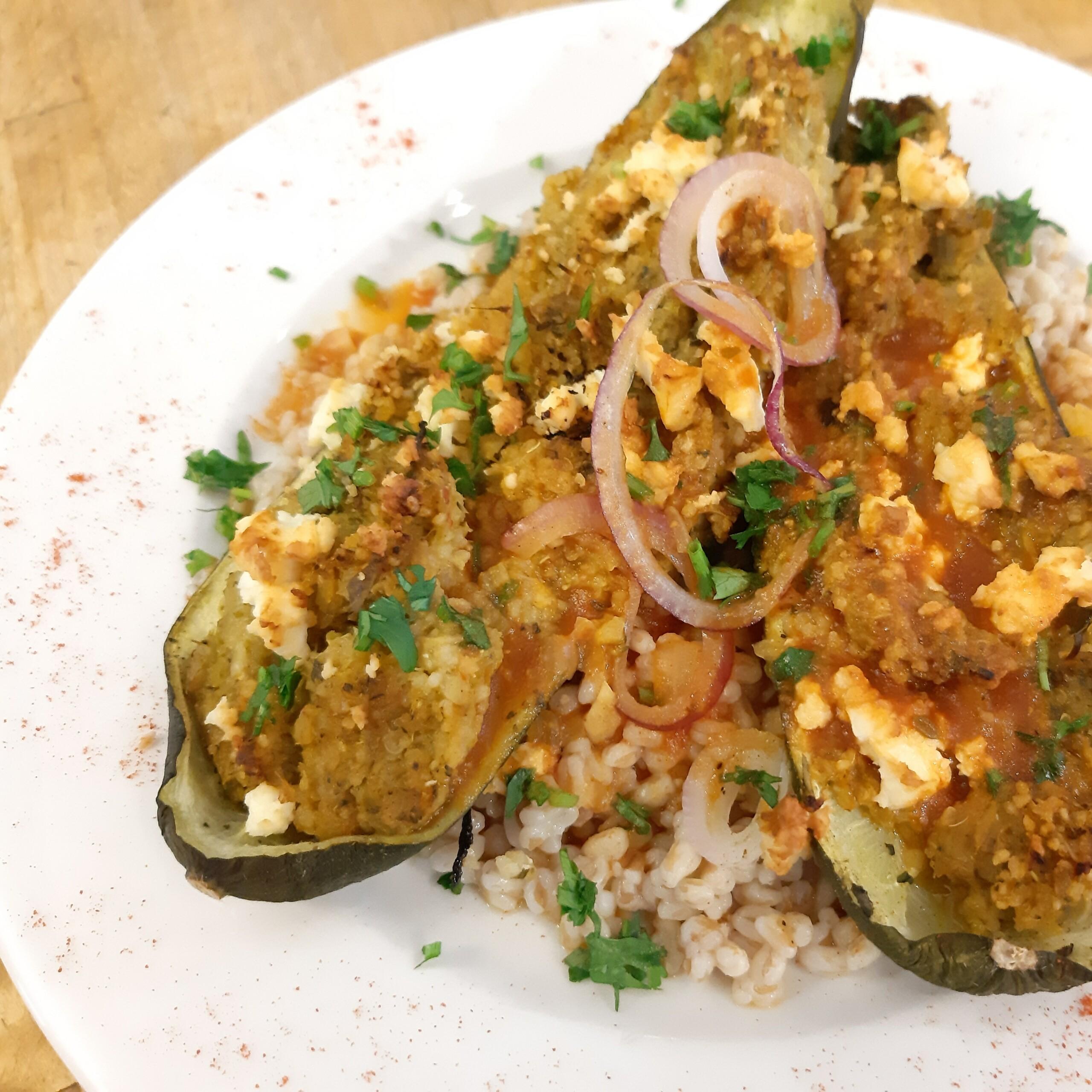 Gefüllte Zucchini - Feta-Zucchini-Schiffchen - Mittagstisch Mittagessen Biodelikat Bad Tölz